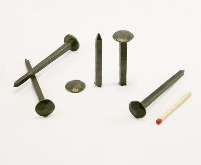 Chiodo forgiato a testa martellata in acciaio nero (100 nails) L : 70 mm - Ø 14 mm